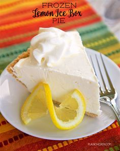 Frozen Lemon Ice Box Pie - only 4 ingredients! A store-bought graham cracker crust filled with a no churn lemon ice cream made with lemons, heavy cream and sweetened… Refreshing Desserts, Cold Desserts, Ice Cream Desserts, Frozen Desserts, Frozen Treats, No Bake Desserts, Frozen Pies, Lemon Desserts, Lemon Recipes