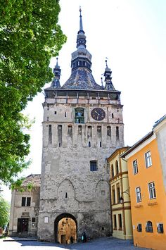 De Clock Tower in Rusu, Sighisoara, Mures_ Romania The Places Youll Go, Places To See, Wonderful Places, Beautiful Places, Bulgaria, Carl Sagan, Medieval Town, Beautiful Buildings, Kirchen