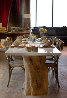 une table avec un tronc d 39 arbre et une plaque de verre pied table pinterest tables. Black Bedroom Furniture Sets. Home Design Ideas