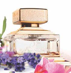 FM 303  Verleidelijke parfum met de geur van zwarte bes en peer, gecombineerd met de geuren van pioen, katoenbloem en houtgeuren. €39,-