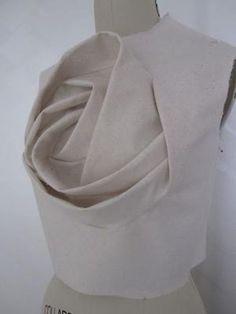 Sculptural Reconstruction technique inspired by Shingo Sato - rose bodice - fashion design; creative pattern making; fabric manipulation // Sew Elizabeth by catalina Origami Fashion, 3d Fashion, Fashion Fabric, Fashion Details, Trendy Fashion, Draping Techniques, Techniques Couture, Sewing Techniques, Origami Patterns