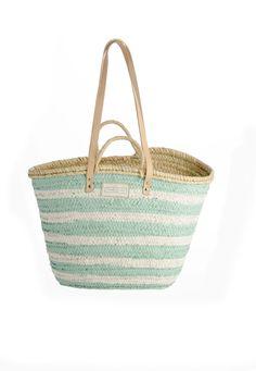 Twenty Violets   Cestos,capazos,bolso de playa,complementos. Beach Basket, Zara, Birch Bark, Coastal Art, Weaving Art, Beach Crafts, Beach Art, Basket Weaving, Summer Time