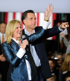 Ann Romney Photo - Mitt Romney Campaigns In Las Vegas