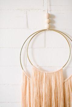 Yarn Crafts, Diy And Crafts, Arts And Crafts, Yarn Wall Hanging, Wall Hangings, Boho Diy, Diy Wall Decor, Diy Gifts, Crafty