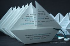 Today we show you our paper boat invitation in its purest form.- Today we show you our paper boat invitation in its purest form. It& not that easy, but the great thing about the invitation is that it … Invitation Card Printing, Online Invitations, Invitation Cards, Communion Invitations, Printable Wedding Invitations, Diy Invitations, Origami Tutorial, Origami Easy, New Baby Products