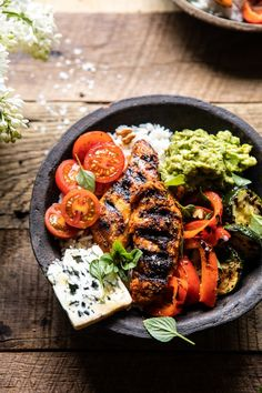 California Chicken, Veggie, Avocado and Rice Bowls. – Healthy Dinner About Clean Eating Snacks, Healthy Eating, Healthy Nutrition, California Chicken, California Bowl, Cooking Recipes, Healthy Recipes, Cooking Bacon, Cooking Chef