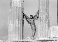 Nelly's [Elli Souyioultzoglou-Seraidari] ~Nikolska, a hungarian dancer at the Parthenon, Acropolis Athens, Greece, Old Photos, Vintage Photos, Vintage Posters, Benaki Museum, Greek Culture, Greek Art, Athens Greece, Nude Photography, Film Stills
