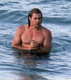 chris-hemsworth-shirtless-wet.jpg