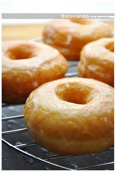 Los dónuts definitivos {In Spanish} Mini Donuts, Baked Donuts, Doughnuts, Donut Recipes, Baking Recipes, Beignets, Eclair Recipe, Chocolate Lasagna, Sugar Donut