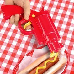 Ohhh it's a cowboy! No, it's a hotdog seller carrying a ketchup gun. Purchase this item and shoot your friends with some ketchup and mustard. Barbacoa, Kitchen Gifts, Kitchen Things, Kitchen Items, Kitchen Stuff, Nice Kitchen, Kitchen Tools, Kitchen Design, White Elephant Gifts