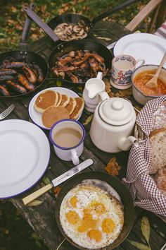 Breakfast in The Woods - The Londoner - Summer Recipes Camping Aesthetic, Aesthetic Food, Aesthetic Outfit, Comida Picnic, Good Food, Yummy Food, Food Photography, Food Porn, Food And Drink