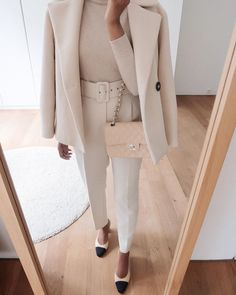Neutrals for the office. Winter Fashion Outfits, Work Fashion, Autumn Fashion, Business Outfits, Business Attire, Classic Outfits, Stylish Outfits, Cool Winter, Zara Trousers