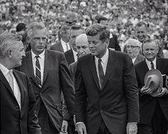 1962. 12 Septembre. By Bob GOMEL. Rice University. Houston, Texas. President Kennedy walking into Rice stadium