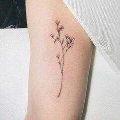 Unos claveles en el antebrazo.  Fuente: Pinterest.
