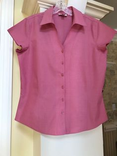 f3277e07ca Coldwater Creek pink v neckline w  collar capped sleeves button up shirt sz  Med