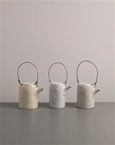 Edmund de Waal - Set of three teapots, 2002 Pottery Teapots, Ceramic Teapots, Ceramic Plates, Ceramic Pottery, Ceramic Art, Porcelain Ceramics, Ceramic Pitcher, Teapots And Cups, White Clay