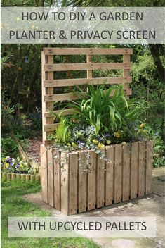Garden DIY Upcycled pallet planter & patio privacy screen is part of Pallet garden Screen - How to turn a pile of pallets into a DIY patio planter and garden privacy screen Patio Planters, Diy Patio, Pallet Planters, Planter Boxes, Cheap Planters, Pallet Potting Bench, Patio Decks, Garden Types, Pallet Exterior