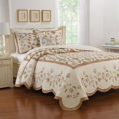 Rest peacefully under the floral beauty of the Nostalgia Home Caroline Bedspread . A printed patchwork design is showcased on this cotton bedspread,. Kallax Regal, Quilted Bedspreads, Patchwork Designs, Space Furniture, Quilt Sets, Bed Sizes, Bed Spreads, 1 Piece, Decorative Pillows