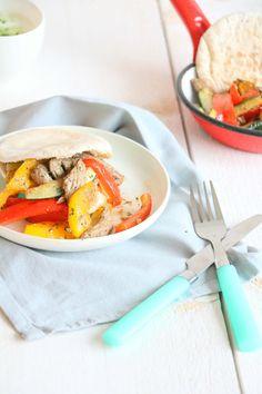 pita broodjes met biefstuk reepjes en groente