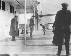 Jump onboard the RMS Titanic! Browne, a Titanic survivor, was a passenger with a knack for photography. Rms Titanic, Titanic Photos, Titanic Sinking, Titanic History, Titanic Ship, Belfast Titanic, Titanic Movie, Blog Fotografia, Famous Photos