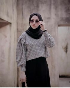 Vertical Wallpaper from pinnedby. Muslim Women Fashion, Modern Hijab Fashion, Hijab Fashion Inspiration, Korean Fashion, Casual Hijab Outfit, Hijab Chic, Muslimah Clothing, Skirt Ootd, Fashion Project