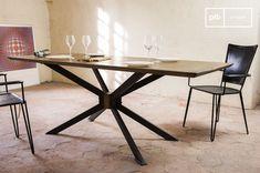 La mesa de comedor Liverpool es una mesa industrial perfecta para cualquier salón o cocina grande.