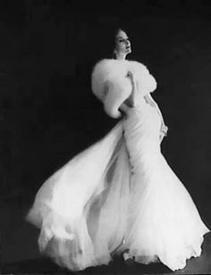 Wedding gowns vintage christian dior 42 Ideas for 2020 Vintage Glamour, Vintage Dior, Vintage Gowns, Vintage Couture, Vintage Mode, Vintage Beauty, Retro Vintage, Christian Dior Vintage, Vintage Glam Fashion
