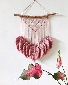 New Free Macrame Patterns projects Thoughts Discover all that you should find out to develop beautiful macrame projects. Macrame Wall Hanging Diy, Macrame Art, Macrame Projects, Macrame Knots, Micro Macrame, Art Macramé, Diy And Crafts, Arts And Crafts, Macrame Design