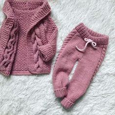 Baby Pants Pattern, Crochet Baby Pants, Knitted Baby Clothes, Baby Girl Crochet, Knit Crochet, Diy Crafts Knitting, Knitting For Kids, Baby Knitting Patterns, Baby Patterns