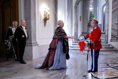 Den kongelige familie ankommer til nytårstaflet