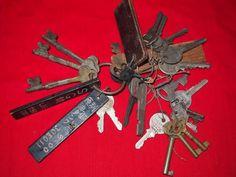 色々な鍵の付いたレトロな鍵束 錠前 22本 初出し_画像1