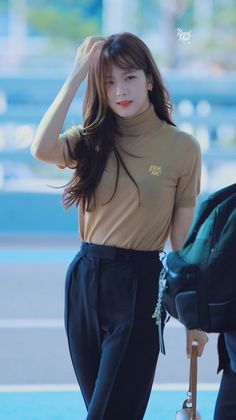 Your source of news on YG's current biggest girl group, BLACKPINK! Korean Airport Fashion, Korean Fashion, Blackpink Jisoo, Blackpink Fashion, Fashion Outfits, Square Two, Black Pink ジス, Blackpink Photos, Jennie Blackpink