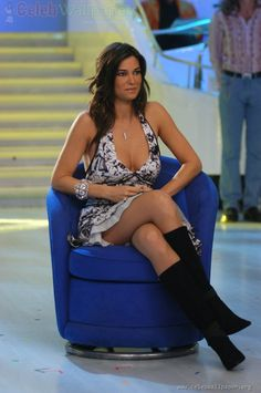 Manuela arcuri pussy upskirt theme simply