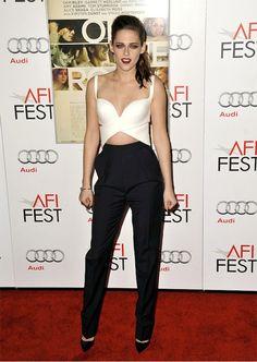 Kristen Stewart ousando no preto e branco, amei <3