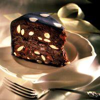 Türkiye'nin ilk pasta butiği Foodie, 1997 yılında, Emel Başdoğan tarafından kuruldu. Foodie ürünleri standart pastacılık malzemeleri ve hazır karışımlar kullanılmadan, tamamen artizanal yöntemlerle hazırlanır. Her bir Foodie pastası hem büyük el emeği hem de Foodie'nin 'yediklerinden mutluluk duymak' felsefesinin bir ürünüdür.