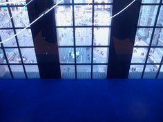 """""""La Struttura al neon, arabesco di luce fluorescente di circa cento metri, si stagliava in origine su un fondo blu, a richiamare il colore dello spazio siderale."""" Luce, spazio e vuoto per andare """"oltre la dimensione"""": Yves Klein e Lucio Fontana al #Museodelnovecento. Domenica 9 novembre alle 17.30 con WAAM Prenota scrivendoci su waamtours@gmail.com  http://www.waamtours.com/?p=1968"""