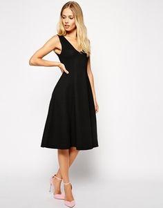€29, Vestido Midi Negro de Asos. De Asos. Detalles: https://lookastic.com/women/shop_items/103761/redirect