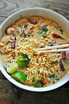 This vegan spicy Thai peanut ramen is amazing and so comforting. The broth tastes like a satay style peanut sauce and is so perfect with the ramen noodles! food recipes dinners meals Vegan Spicy Thai Peanut Ramen - Rabbit and Wolves Vegan Ramen, Vegan Soups, Vegan Dishes, Thai Vegan, Healthy Ramen, Vegan Miso Soup, Veggie Recipes, Whole Food Recipes, Healthy Recipes
