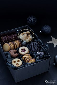 Big Christmas Cookie and Gift Post | Linzer Jam Cookies, Chocolate Kipferl, Lemon Chocolate Spritz, Ischlers Orange