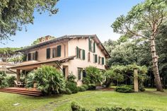Exquisite property on the beachfront of Forte dei Marmi  Lucca, Italy – Luxury Home For Sale