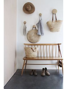 French farmhouse decor inspiration ideas including a French market basket. Natur… French farmhouse decor inspiration ideas including a French market basket. Natural tones in the baskets, wooden bench and pale terracotta plastered wall French Country Interiors, Country Interior Design, French Farmhouse Decor, Interior Design Photos, Interior Shop, Coastal Farmhouse, Modern Interior, Farmhouse Wall Hooks, Danish Interior