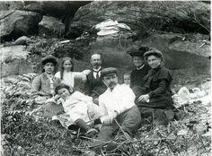 Mountain City, Blue Mountain, Local Studies, City Library, Family Photos, Couple Photos, Victorian Era, Picnic, Sketch