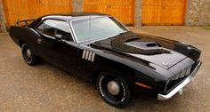 Check out this Sinister '71 HEMI Cuda Stroker Flexing Muscle ------> VIDEO: http://hot-cars.org/2015/05/09/mean-black-1971-hemi-cuda-4-speed-plymouth-cars/