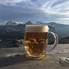 Pilsner Urquell in der Lodge am Krippenstein auf 2063m! Das erste Pils der Welt! Pilsner Urquell, Glasses, Tableware, Beer, Stones, Eyewear, Eyeglasses, Dinnerware, Tablewares