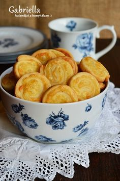 Sajtos csiga Hungarian Recipes, Small Cake, Croissant, Cake Cookies, Scones, Ham, Cereal, Sandwiches, Muffin