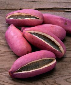 Akebi Fruit (also purple) thrives in northern Japan Tohoku area but briefly making an appearance for about two weeks in early autumn. It grows on a wild vine (aka chocolate vine) for many Japanese people a symbol of the changing seasons. Purple Fruit, Green Fruit, Fruit And Veg, Fruits And Vegetables, Weird Fruit, Strange Fruit, Beautiful Fruits, Exotic Food, Tropical Fruits