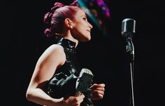 Hayley Williams wins the APMA for Best Vocalist