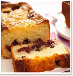 Here is a recipe for Fresh Summer Fruit Cake, the perfect treat served with pouring cream or ice cream for that delicious finish. Interesting Recipes, Summer Fruit, Cake Batter, Dessert Recipes, Desserts, Cake Pans, Cornbread, Tarts, Banana Bread