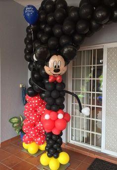 Mickey balloon sculp