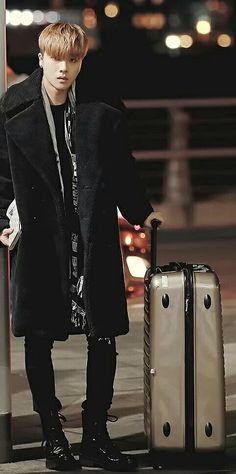 iKON~  Jinhwan  Cool airport fashion.